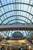 酋长管辖区的购物中心的内部在迪拜 免版税图库摄影