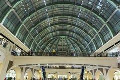 酋长管辖区的购物中心的内部在迪拜 库存图片