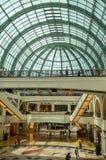 酋长管辖区购物中心, 2015年5月7日的迪拜 库存图片