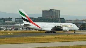 酋长管辖区A380收税到门在法兰克福机场 股票视频