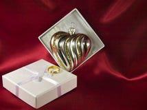 配件箱圣诞节心形装饰的礼品 免版税库存图片