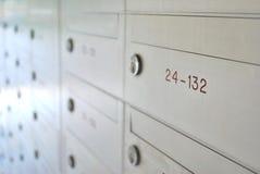 配件箱接近的信函 免版税库存照片