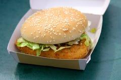 配件箱汉堡鸡 免版税库存图片