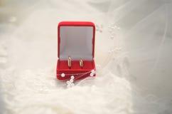 配件箱珠宝敲响婚礼 免版税库存图片