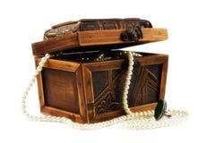 配件箱珠宝项链被包装的木 免版税图库摄影