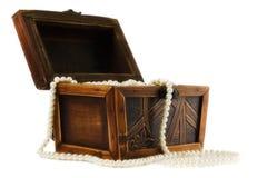 配件箱珠宝项链被包装的木 免版税库存图片