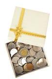配件箱硬币包含礼品许多开放 免版税图库摄影