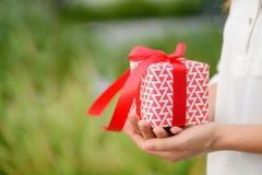 配件箱礼品现有量藏品妇女 假日,礼物 库存图片