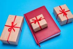 配件箱礼品红色丝带 库存图片