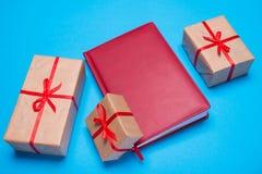配件箱礼品红色丝带 免版税库存照片