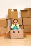 配件箱纸板概念女孩移动的一点 免版税库存图片
