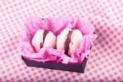 配件箱蛋白杏仁饼干变粉红色二 库存照片