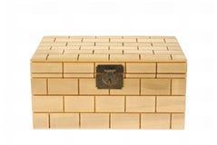 配件箱被关闭的查出的空白木头 免版税库存图片