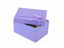 配件箱被开张的礼品丁香 免版税库存图片