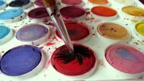 配件箱颜色油漆刷 免版税库存图片
