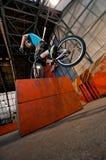 配件箱骑自行车者前常设轮子 免版税库存图片
