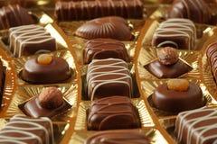 配件箱candys巧克力金黄结冰 免版税库存照片