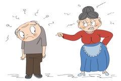 配偶争吵或家庭暴力概念 老妇人有很多愤怒,不满对她的丈夫,呼喊在他,指向她的手指 库存例证