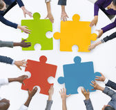 配合企业队会议团结七巧板概念 库存图片