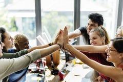 配合力量成功的会议工作场所概念 免版税库存图片