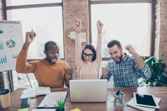配合teambuilding的cowork聪明的多民族变化partn 免版税库存图片