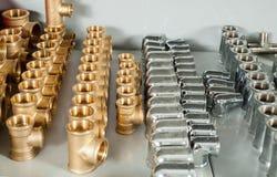 配管设备镀铬物和黄铜阀门准备手肘 库存图片