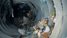 配置在工厂,慢动作的废物的过程 股票视频