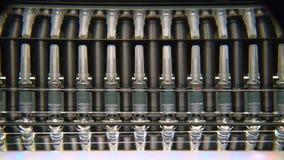配药制造的线在工厂的自动机器 在药房医学工业的生产设备 股票视频