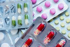 配药片剂和胶囊 免版税图库摄影