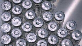 配药生产线-有空的玻璃瓶的传送带 影视素材