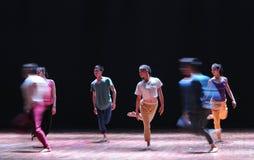 配齐或错误对来到去现代舞蹈 免版税图库摄影