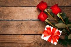 配件箱礼品红色玫瑰 免版税库存照片
