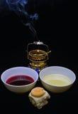 酒、圣洁涂油的油和prosphora。为lity做准备。 免版税库存照片