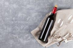 酒、玻璃和拔塞螺旋 库存照片