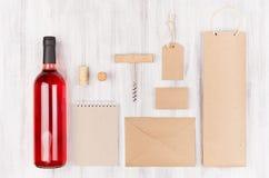 酒业的公司本体模板,包装空白的米黄的卡拉服特,文具,商品集合 免版税库存图片