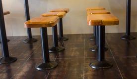 酒吧椅子 高的椅子 酒吧室内设计 免版税图库摄影