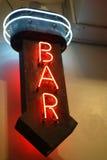 酒吧霓虹灯广告 库存照片
