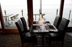 酒吧餐馆有海景 免版税图库摄影