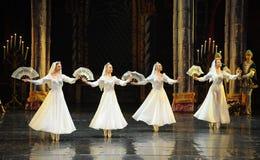 酒吧mitzvah这第三行动芭蕾天鹅湖的俄国白鞋带礼服这王子 免版税库存照片