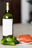 酒和一条红色鱼 库存照片