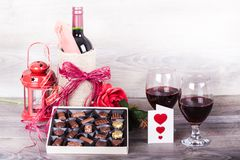 酒和巧克力 免版税库存图片