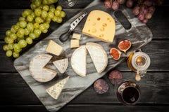 酒和干酪 免版税库存照片