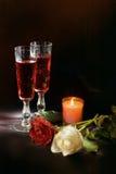 酒和玫瑰 免版税图库摄影