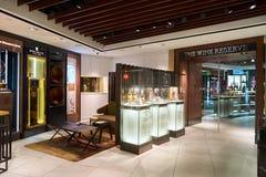 酒和精神新加坡樟宜机场的套楼公寓商店 库存照片