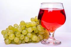酒和葡萄 免版税图库摄影