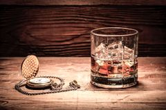 酒和pcket手表 库存照片