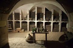 酒存贮的地窖在城堡Valencay的。 图库摄影