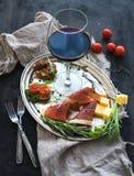 酒开胃菜集合 杯红葡萄酒,葡萄酒 库存图片