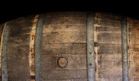 酒木头桶 免版税库存照片