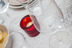酒杯和一个蜡烛 图库摄影